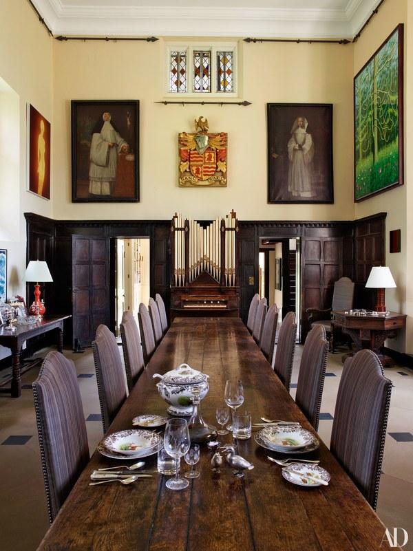 Habitually Chic 174 187 Claudia Schiffer S Tudor Mansion