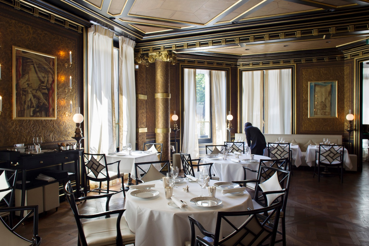Habitually Chic 174 187 La Reserve Paris