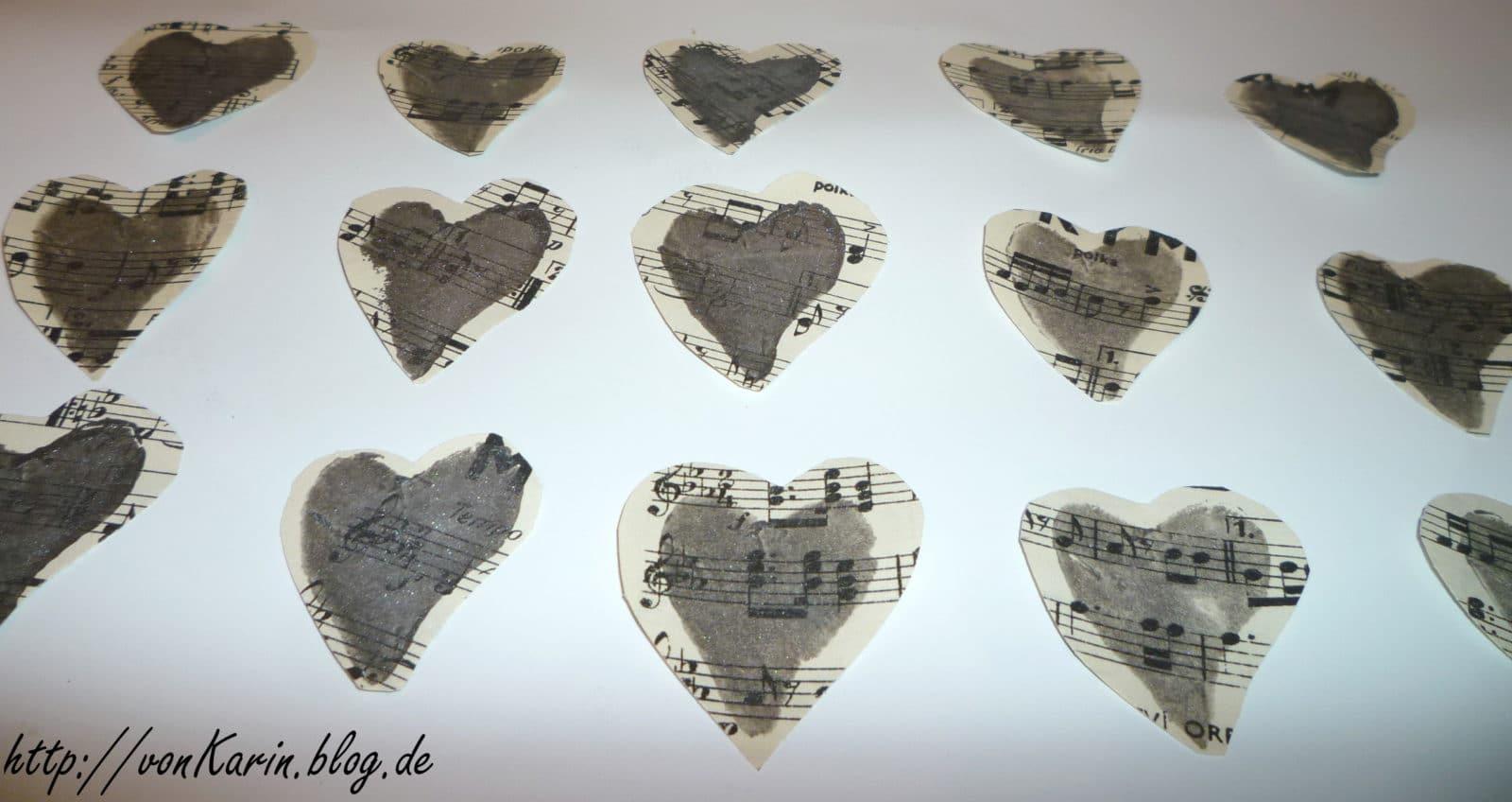 Sterne und Herzen aus Notenblättern - HANDMADE Kultur