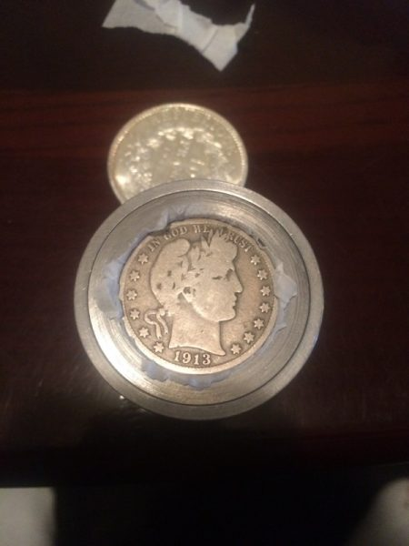 Монета Пенсонда орнатылған