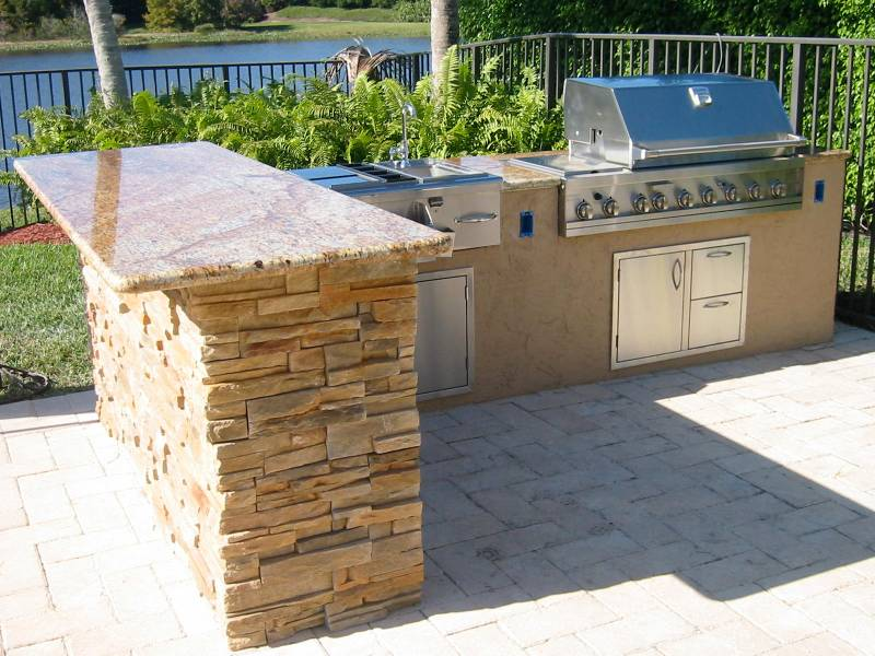 Outdoor kitchen grill island   Hawk Haven outdoor kitchen grill island photo   6