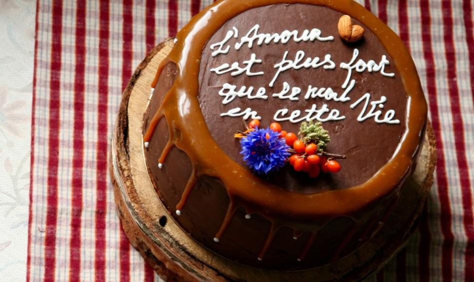 Torta felirattal