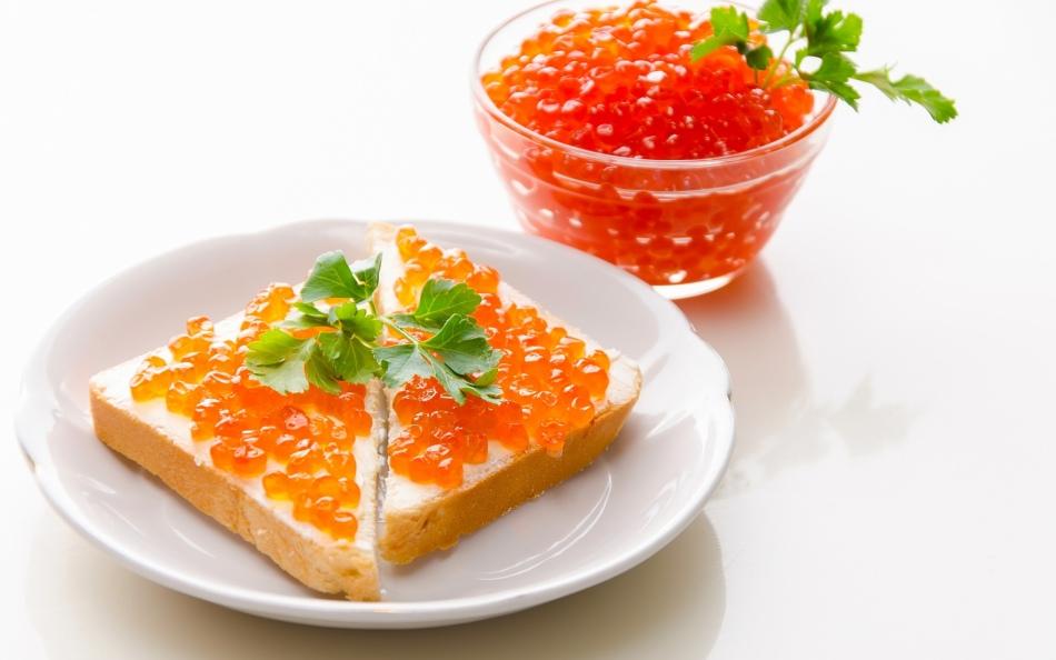 什么红色鱼子酱更好:大或小?