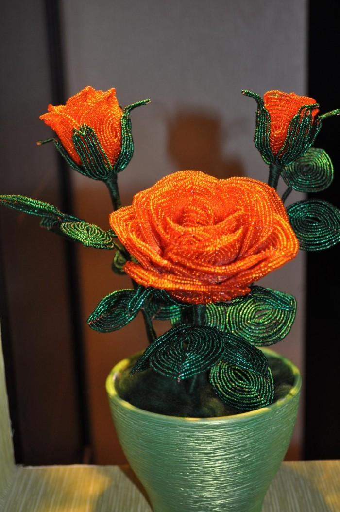 Большая роза в букете