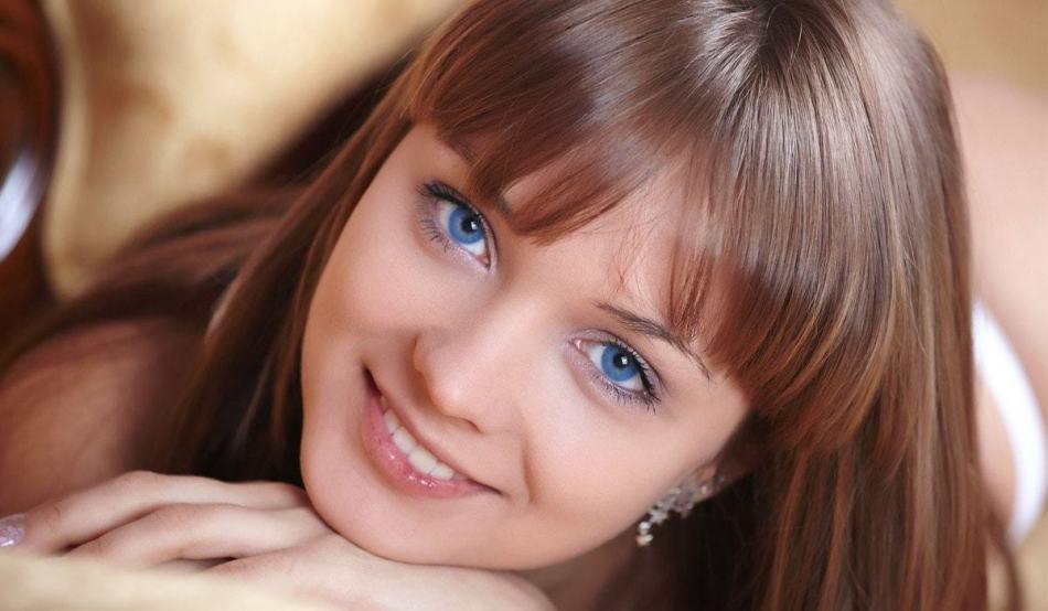 Der Besitzer der seltenen blauen Augen, laut Physiognomisten, widersprüchlich und zweckmäßig