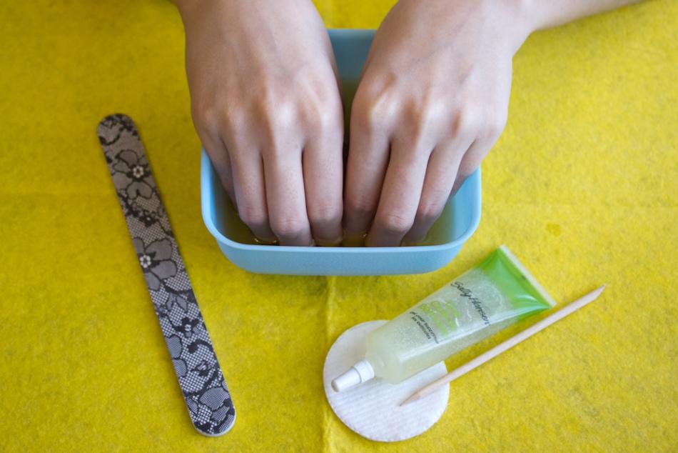 약국 성장 자극제를 사용하여 5 일 만에 손톱을 완화시킨다