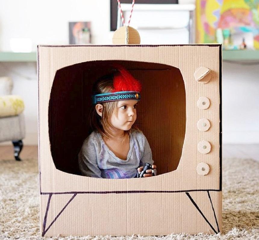 Karton TV a babákhoz