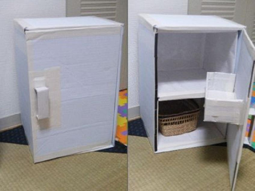 Karton hűtőszekrény babákhoz