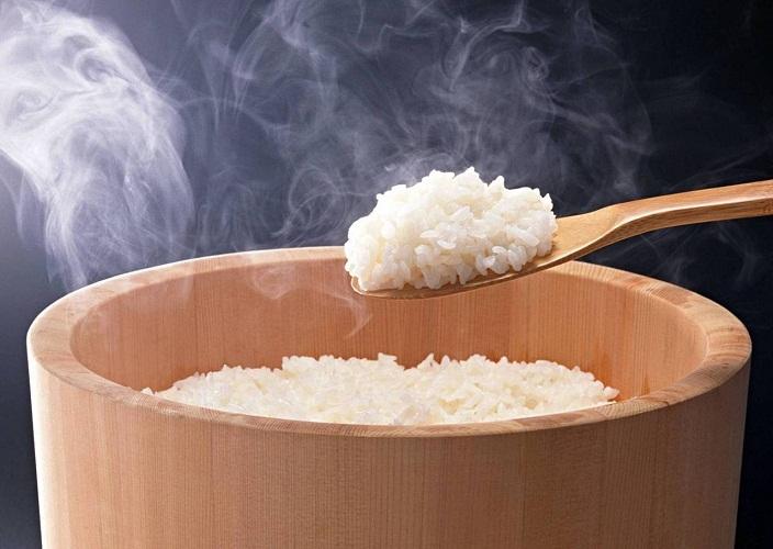 चावल रोल कैसे पकाने के लिए? (+ सरल रोल व्यंजनों)