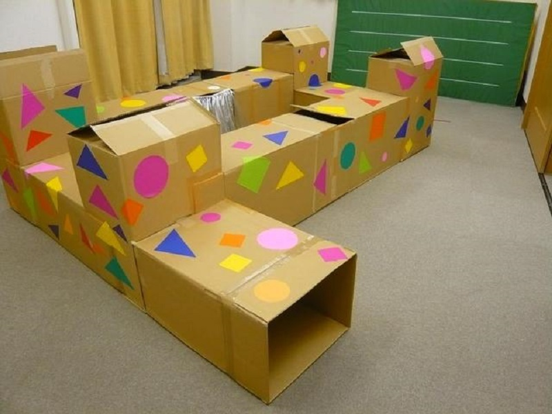 Лабиринт из картонных ящиков