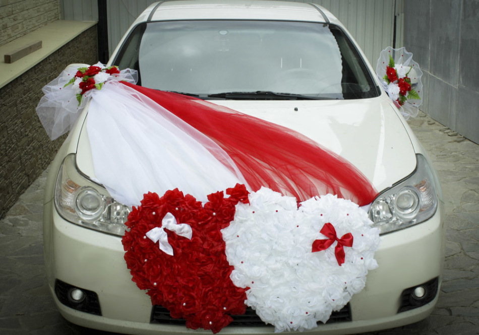 How to decorate the hood of the wedding machine yourself?