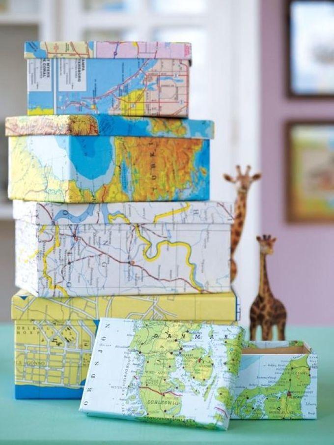 Mooi opslagsysteem van gewone kartonnen dozen