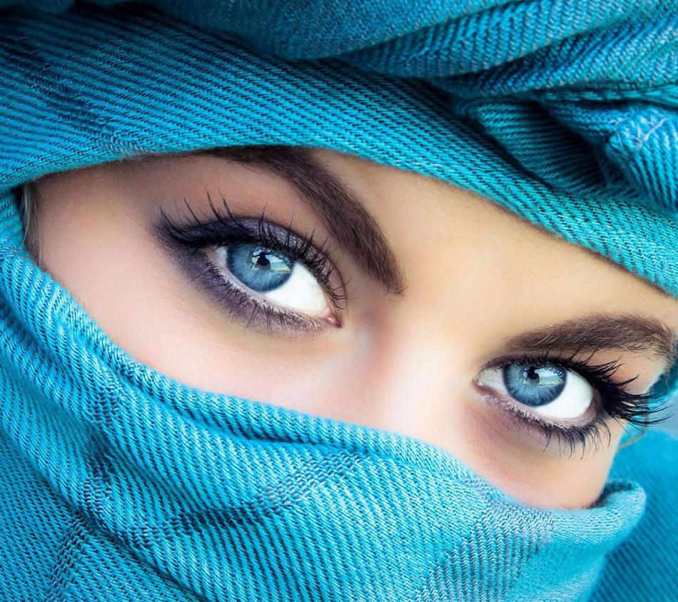 Laut Physiognomisten werden Menschen mit blauen Augen aufgenommen und in der Lage, schöne Dinge zu schaffen