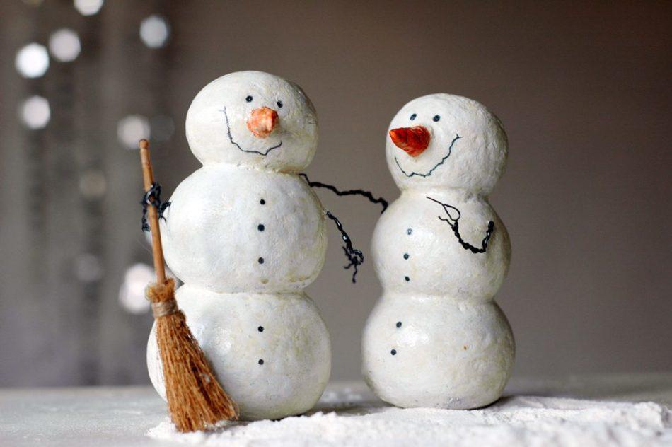 يمكن إعطاء الثلج من الصوف في أيدي مكنسة