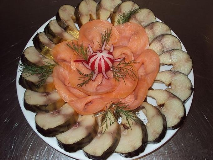 Красивая сервировка рыбной закуски