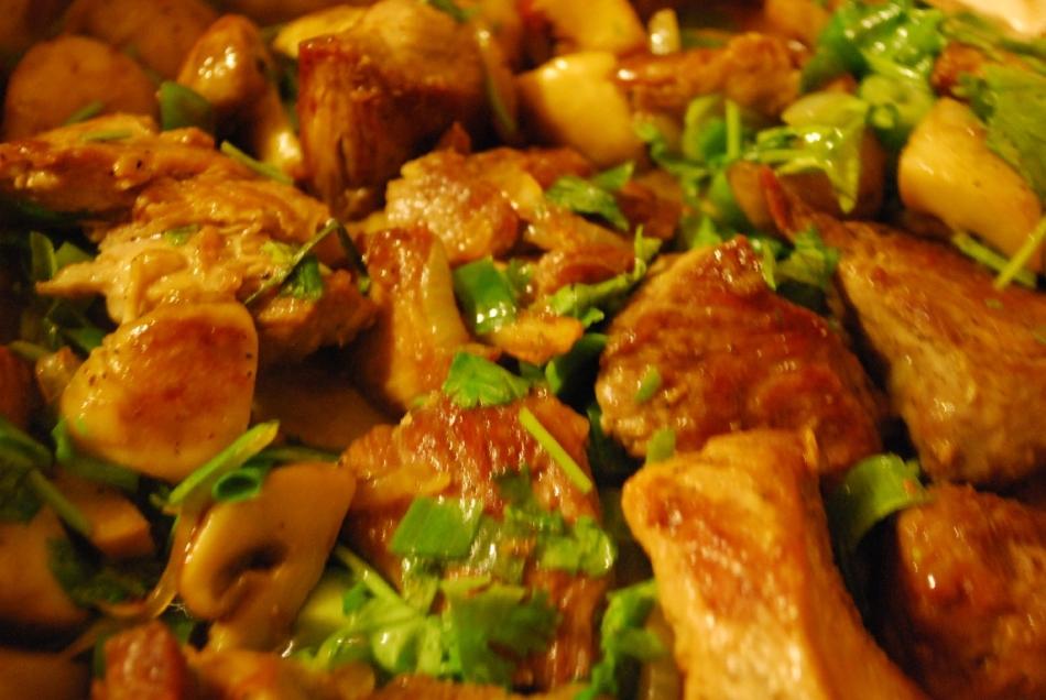 Carne com tomate e verdes