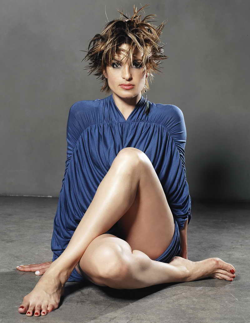 Mariska Hargitay Height and Weight | Celebrity Weight | Page 3