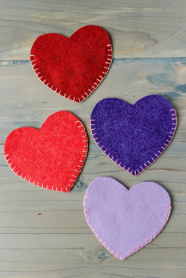 Whip up these adorable Valentines Day felt heart pockets using a simple blanket stitch. Perfect for storing your stash of valentines or a gift card for your special someone.