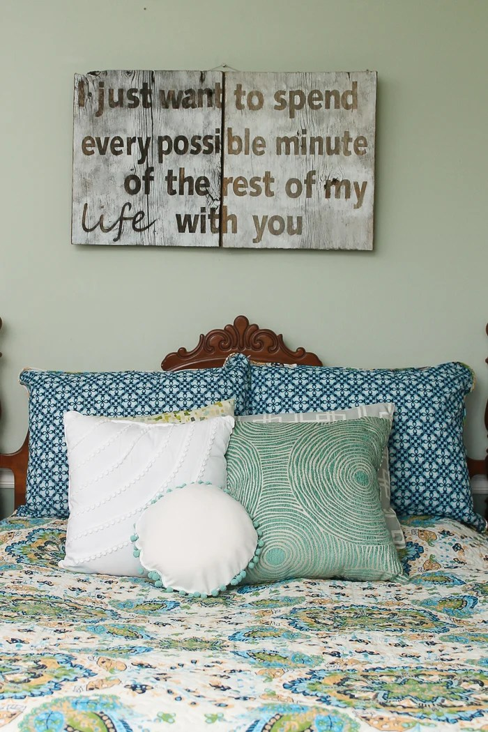 Fall asleep under this sweet hunger games love quote sign. Thecountrychiccottage.com shows us how to make our very own using our Cricut.