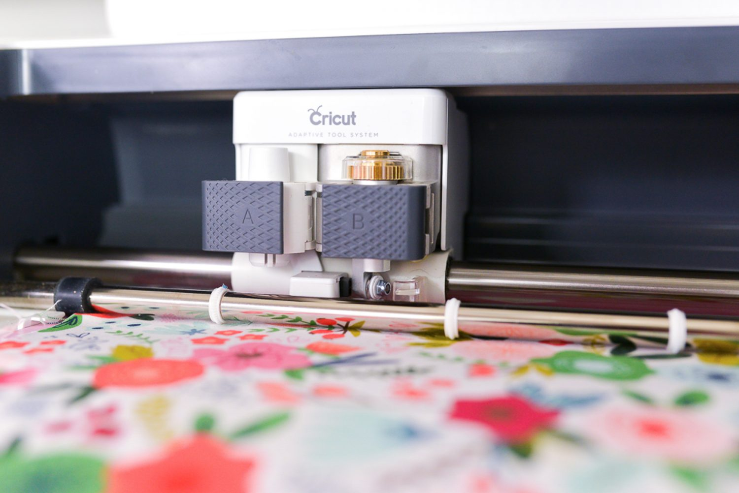 Cricut Maker carriage with rotary blade