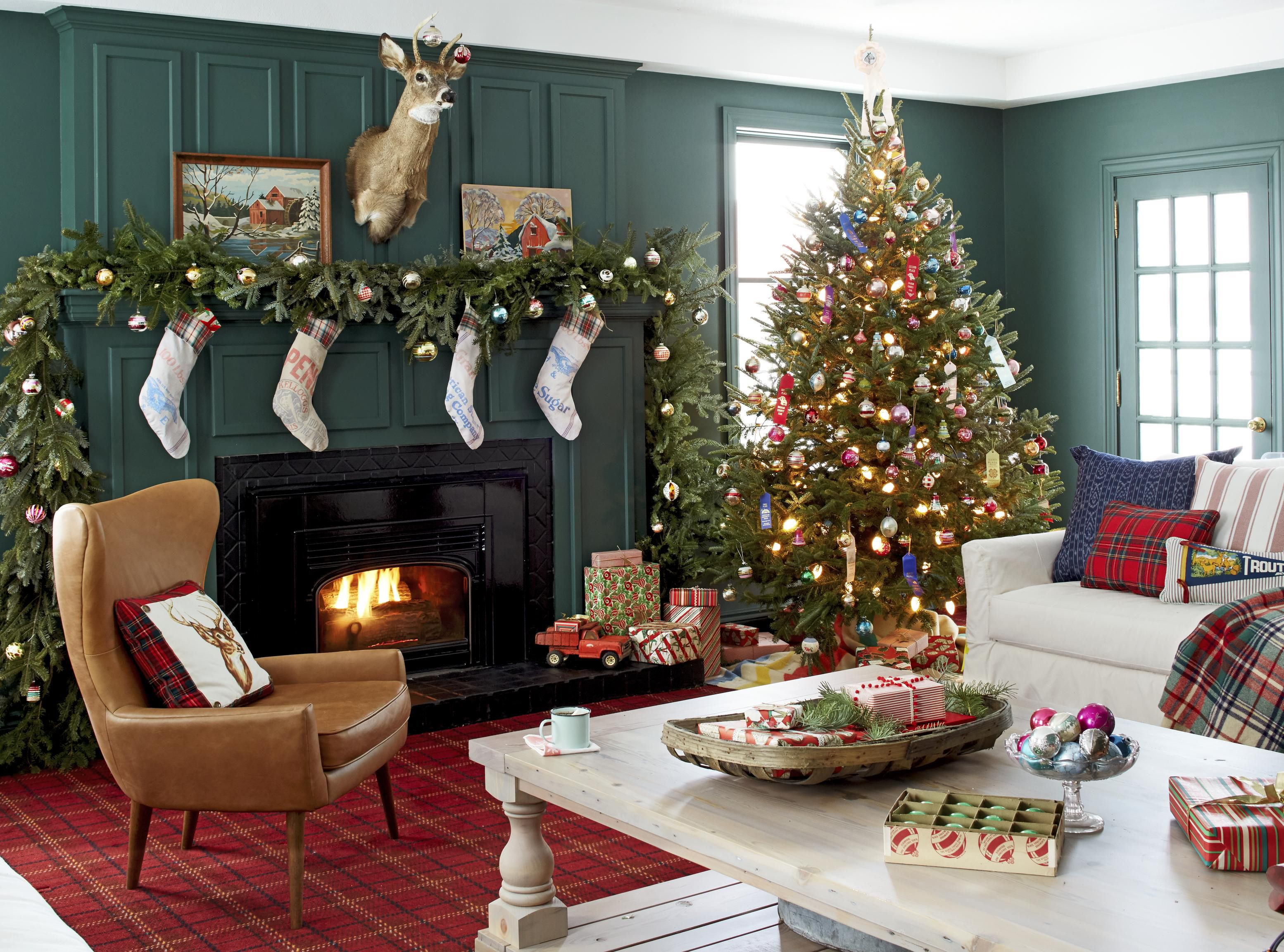 23 Christmas Living Room Decorating Ideas How To