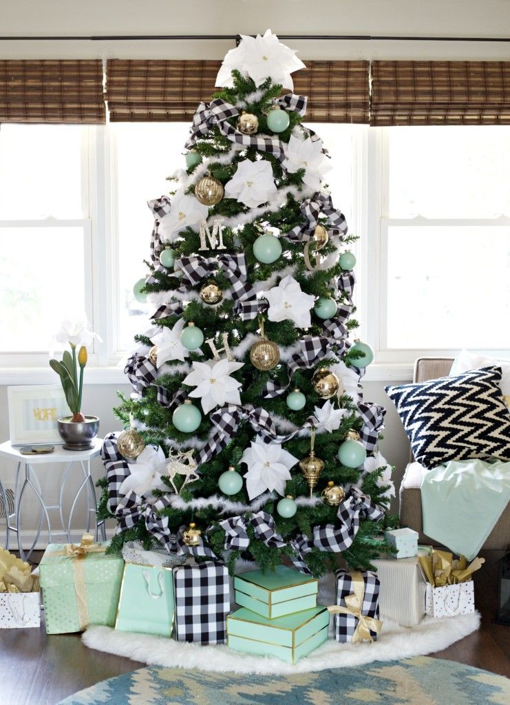 60  Best Christmas Tree Decorating Ideas   How to Decorate a     buffalo check christmas tree decorating idea