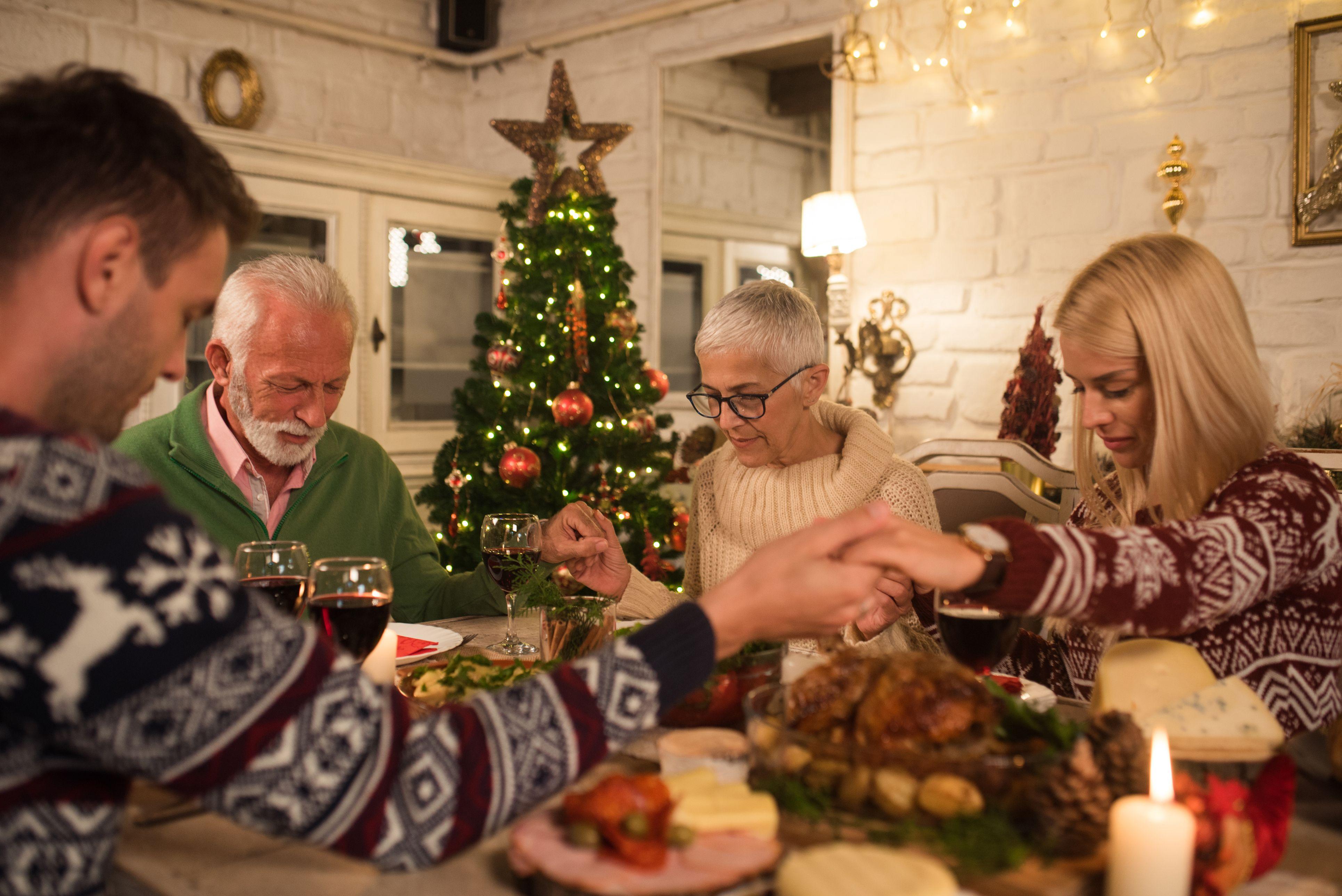 15 Best Christmas Dinner Prayers 2019 — Prayers for ...