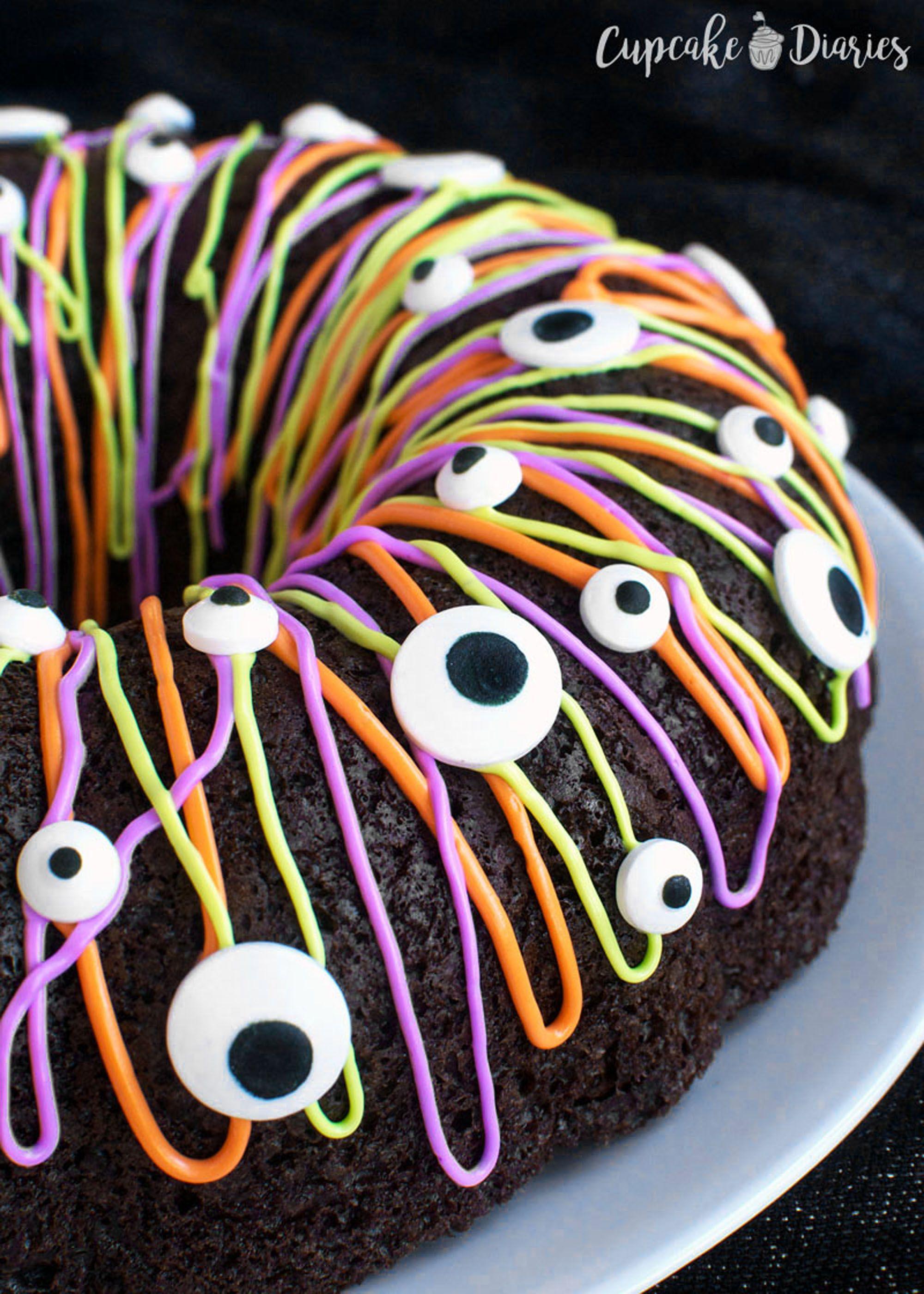 Halloween Cake Decorating
