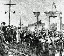 Sam Hill Dedicates His Peace Arch At Blaine On September 6 1921 Historylink Org