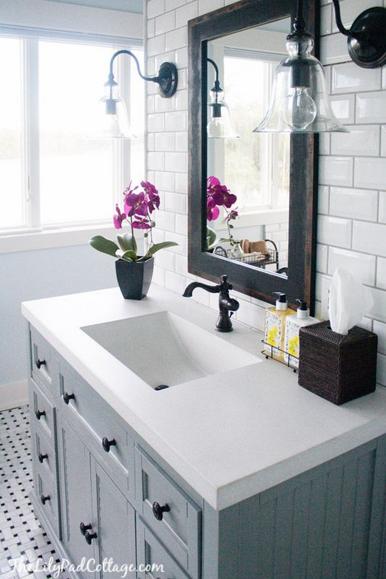 25 Best Bathroom Decor Ideas and Designs for 2018 3  The Classic Black and White Theme