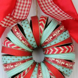 Holiday Mason Jar Lid Wreath