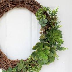 A Succulent Wreath for Summer