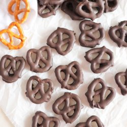 How to Make Dark Chocolate Covered Pretzels