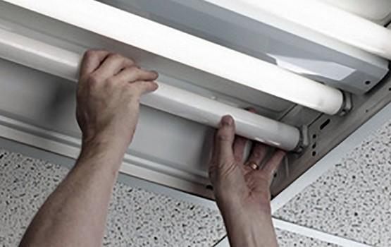Change Fluorescent Light Bulb