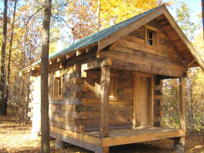 Small Rustic Cabin     Country Living Style   HomesFeed small rustic cabin idea with hovering mode and wooden siding roof and floor  with small ventilation