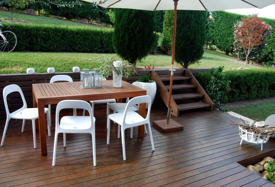 Ikea Patio Umbrella Recommendation   HomesFeed Affordable Ikea Patio Umbrella With White Chairs And Wooden Table