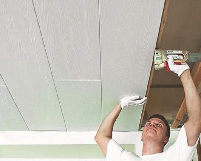soffitto di plastica in cucina - fissaggio di pannelli decorativi