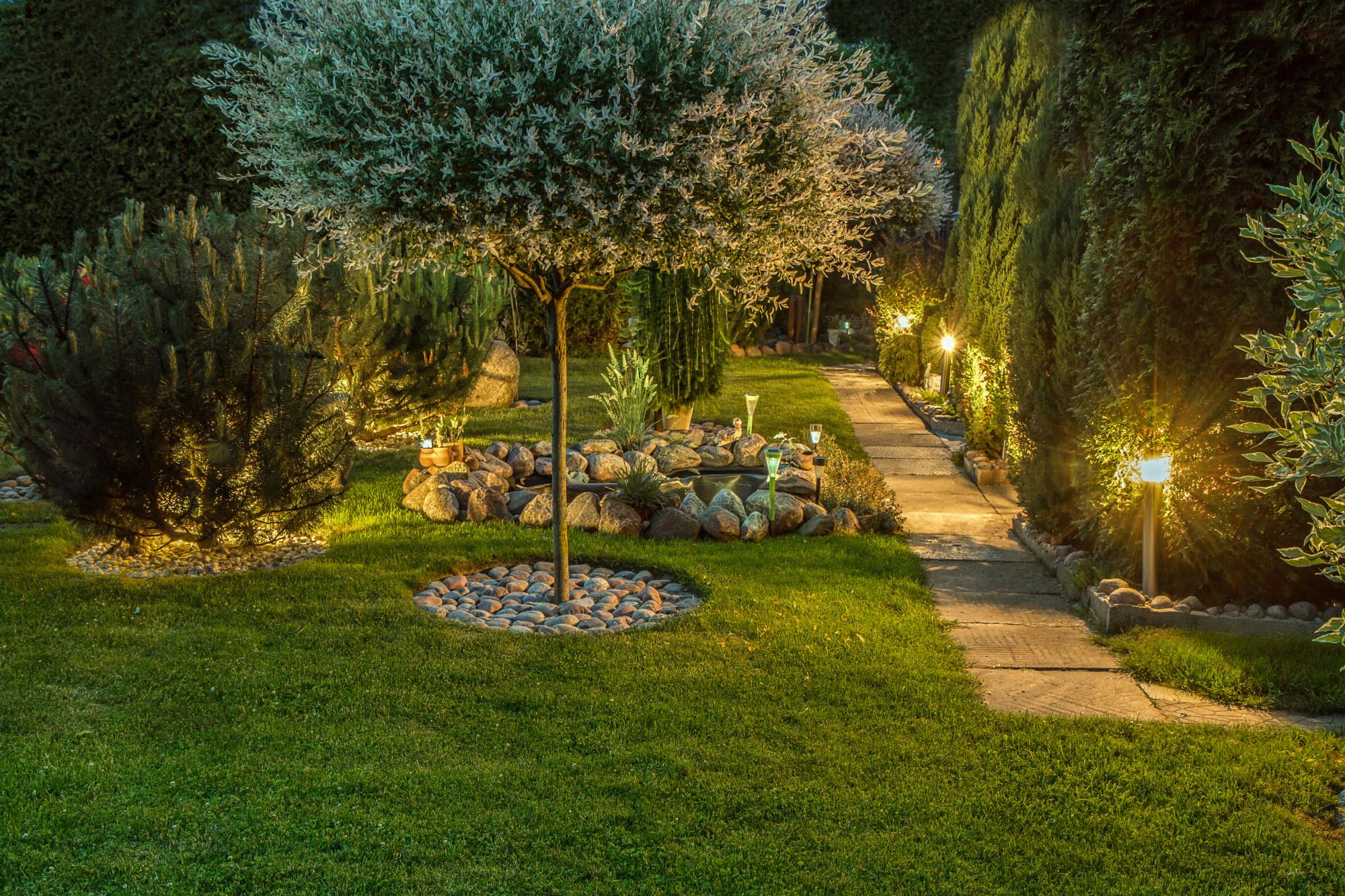 7 Brilliant Backyard And Landscape Lighting Ideas Hosbeg Com