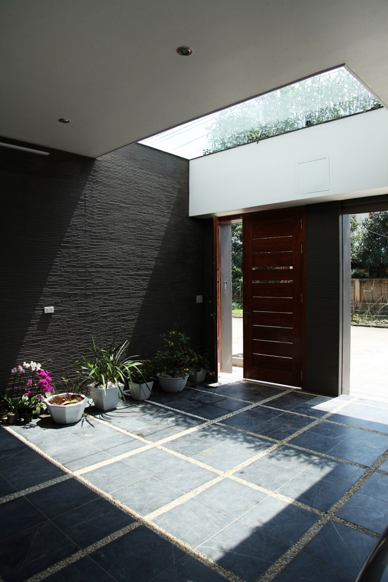 Asian Rectangular House With Small Courtyard Housebeauty