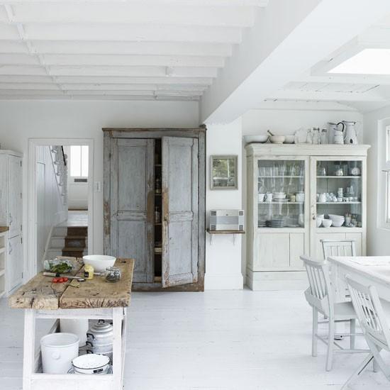 White shabby chic kitchen | Modern kitchens - 10 ...