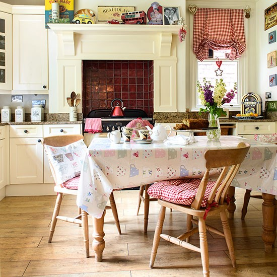 Retro Country Kitchen Decor