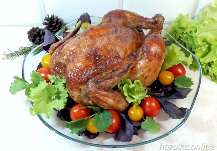 مرغ آبدار در نمک پخته شده به طور کامل