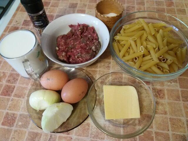 오븐에서 마카롱 캐서롤 - 간단하고 맛있는 요리법