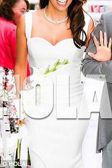 Victoria Beckham poses with Eva Longoria on her wedding ...