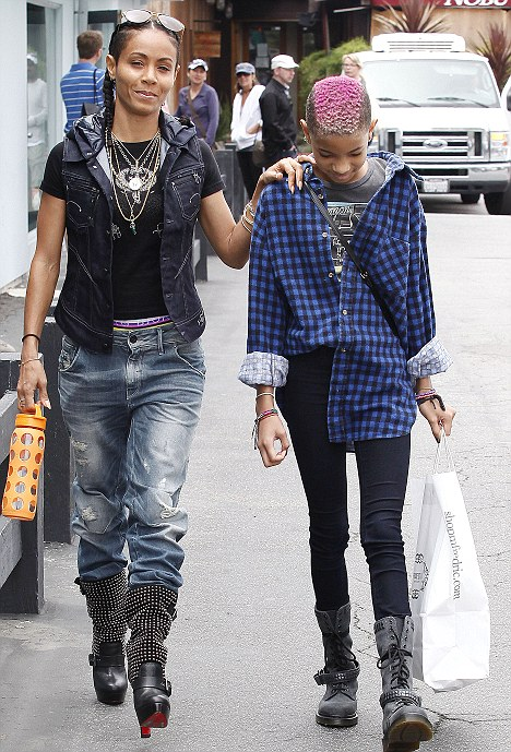 Tomboy Willow Smith steps out sporting latest extreme ...