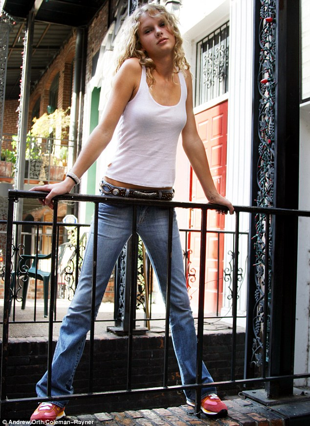 Young Taylor Swift Posing