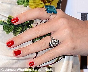 Katy Perry wears NEW diamond ring after refusing to deny John Mayer engagement   Daily Mail Online