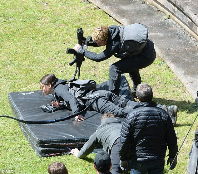 Jennifer And Liam Filming Mockingjay