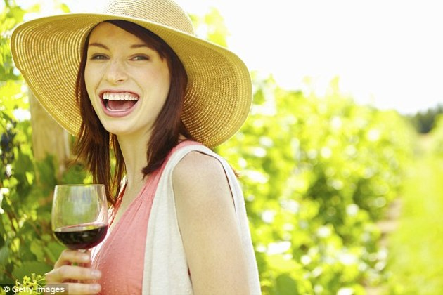 How that nightly glass of wine can wreck your teeth  Dentists warn     A glass of wine can damage your teeth and white wine is particularly acidic  so try