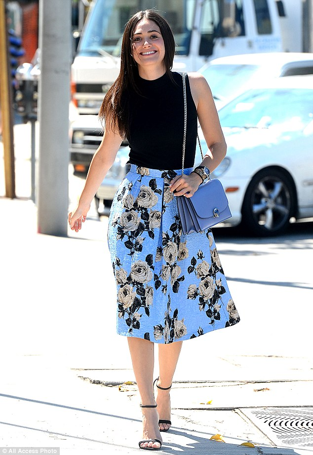 Emmy Rossum is fashionably feminine as she heads to lunch in a     Sleek and chic  Emmy Rossum embraced Los Angeles  heat wave in a chic  ensemble